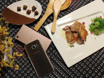 手機鏡頭下的美食:情人節桂花生巧克力與玫瑰白醬雞肉